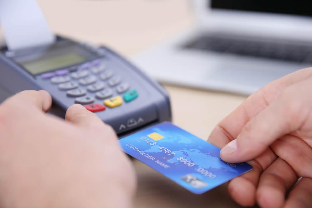 Canada Economy Shrank: Get the Best Canadian Merchant Account