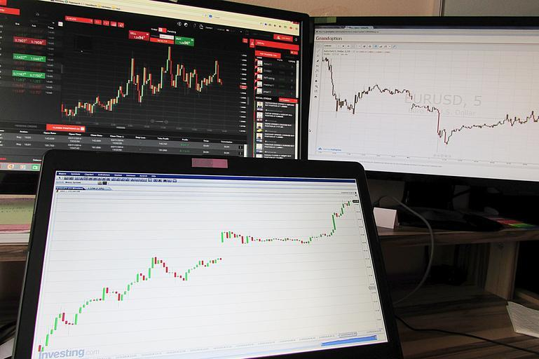 Don't compare performances in the investment business